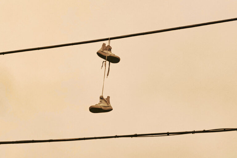 Shoefiti – Graffiti Hanged Up In the Air